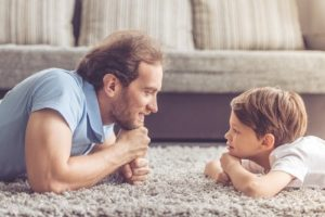 padre-hijo-mirandose